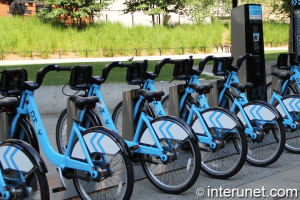 http://interunet.com/sites/default/files/styles/slideshow-img/public/Divvy-bike-rides.jpg?itok=GHRMjy7H